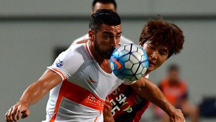 Graziano Pelle ditebus mahal oleh klub China, Shandog Luneng, dari Southampton. Nilainya 14,6 juta euro atau setara Rp 247 miliar saat usianya sudah 30 tahun di tahun 2016. (Foto: Jung Yeon-Je/AFP)