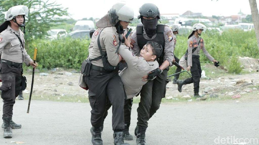 Kericuhan Saat Persebaya Vs MU: 3 Suporter Ditangkap dan 1 Polisi Luka