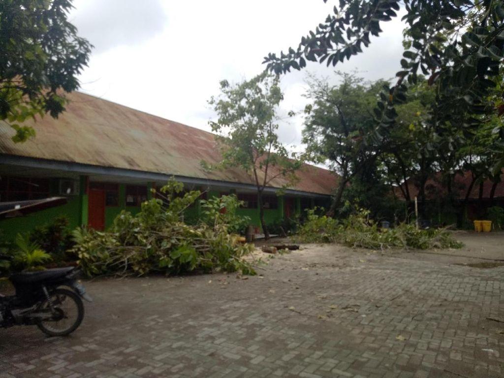 Penampakan SMP di Makassar yang Rusak Parah Diterjang Puting Beliung