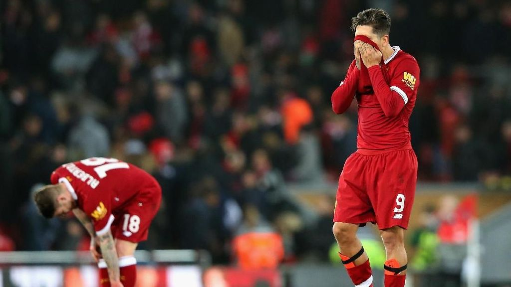 Foto: Liverpool Tertunduk Lesu di Anfield