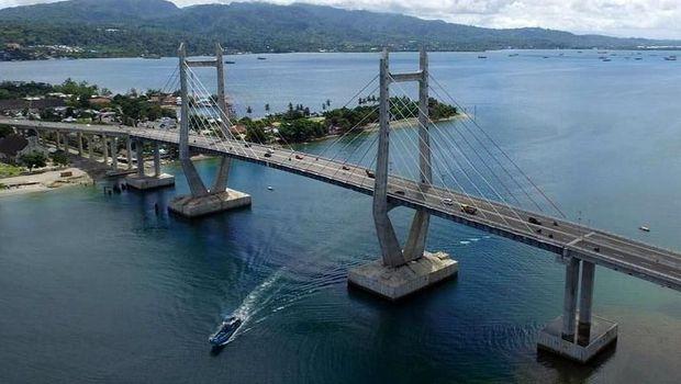 Jembatan Merah Putih di Ambon