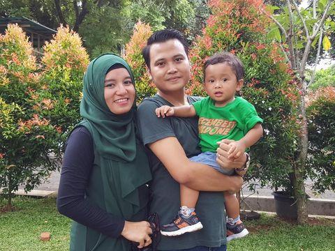 Rissa bersama suami dan anaknya/
