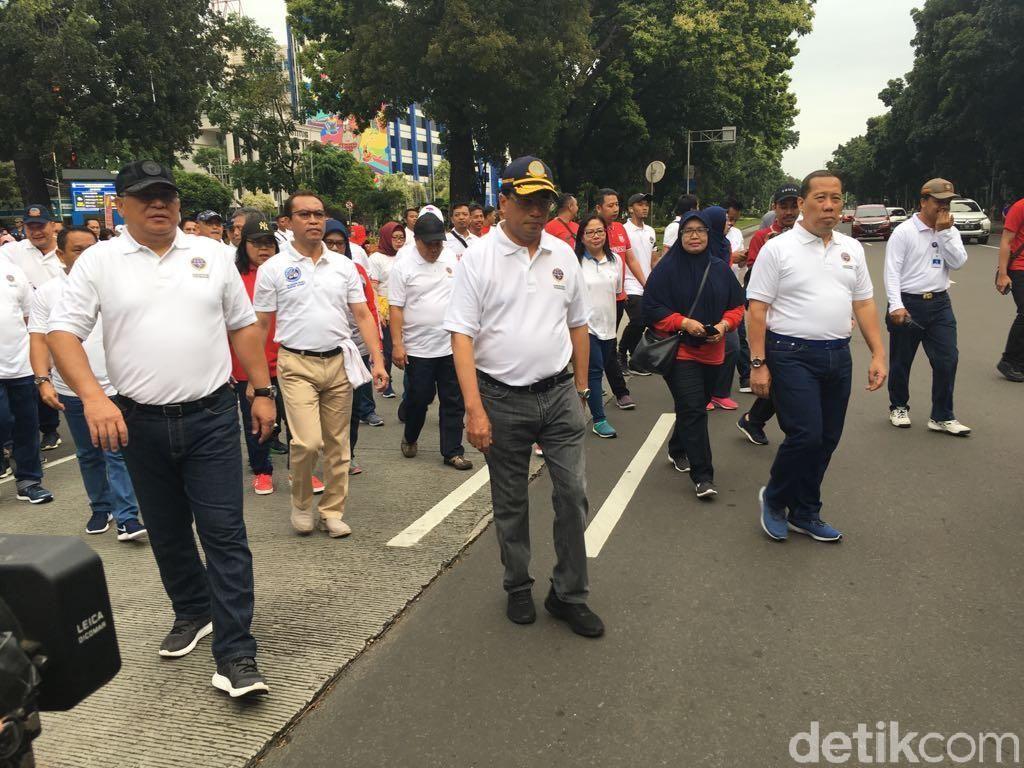 Jalan Santai Bersama Pegawai, Menhub: Biar  Fit dan Langsing