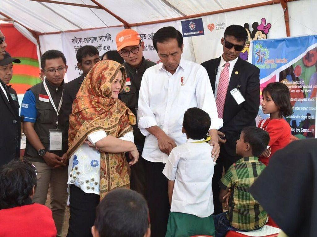 Kunjungi Coxs Bazar, Jokowi Puji Kinerja Relawan Asal Indonesia