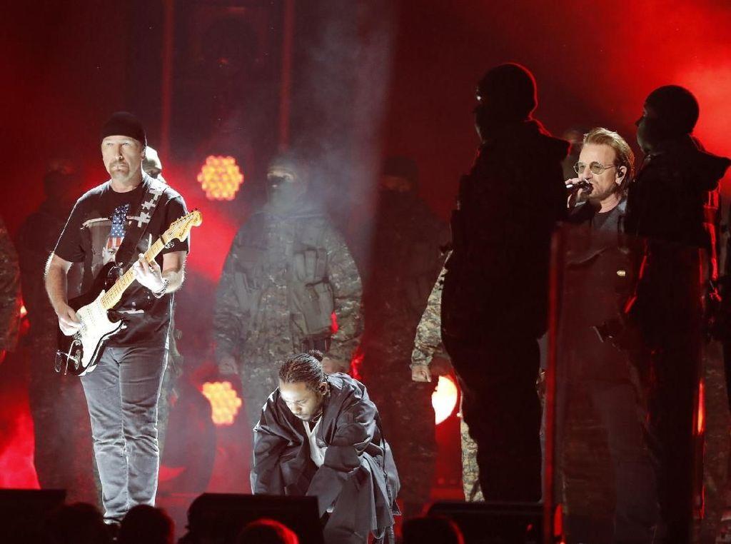 Buka Acara, Kendrick Lamar dan U2 Bakar Panggung Grammy