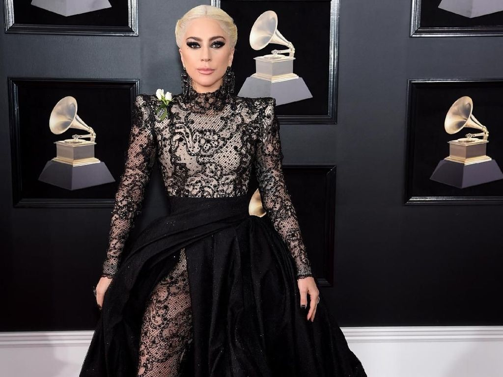 Stunning! 10 Artis Berbusana Terbaik di Red Carpet Grammy Awards 2018