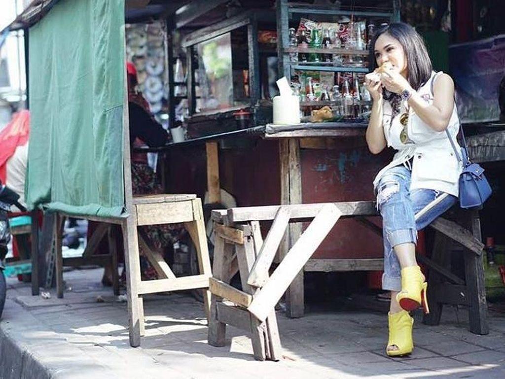 Foto: Deretan Gaya Keelitan Rasa Kerakyatan Ala Artis, KD hingga Syahrini