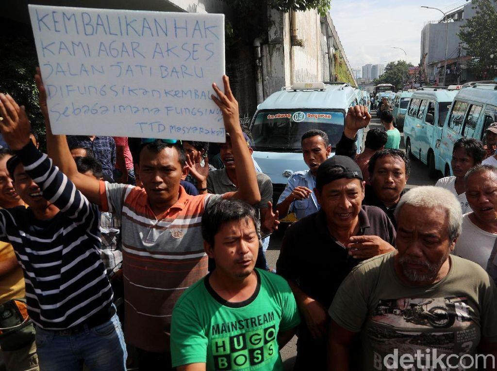 Foto: Suasana Demo Sopir Angkot di Tanah Abang