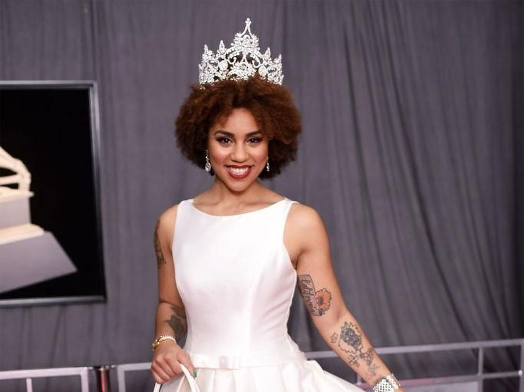 Pakai Gaun Gambar Janin, Joy Villa Curi Perhatian di Red Carpet Grammy Awards