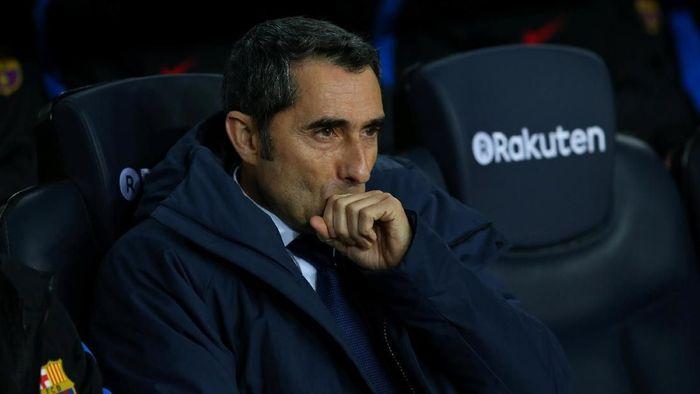 Ernesto Valverde dipecat Barcelona, meski dua musim beruntun menjadi kampiun Spanyol (Foto: Albert Gea/Reuters)
