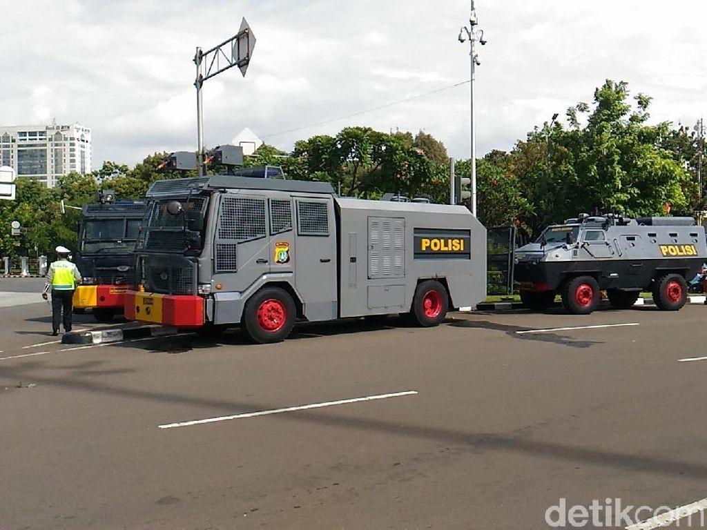 Demo Driver Taksi Online, Mobil Antihuru-hara Siaga Dekat Istana