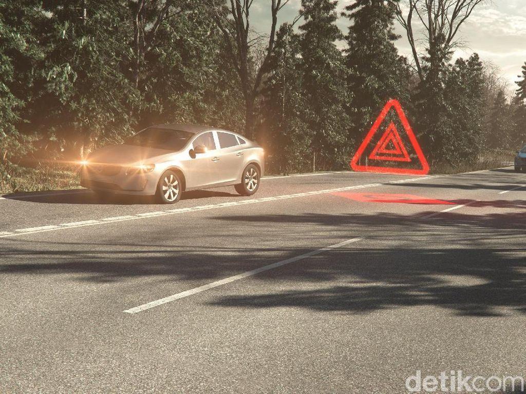 Cara Aman Berhenti Darurat di Bahu Jalan Tol
