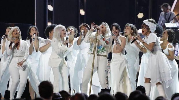 Kesha tampil di Grammy Awards 2018.