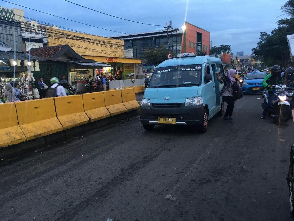 Foto: Sopir Angkot kembali Narik di Jalan Jatibaru