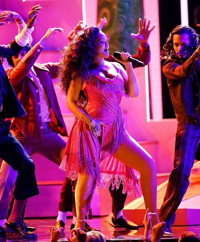 Rihanna saat tampil di Grammy Awards 2018 diMadison Square, New York City, AS pada Minggu (28/1) waktu setempat.REUTERS/Lucas Jackson.