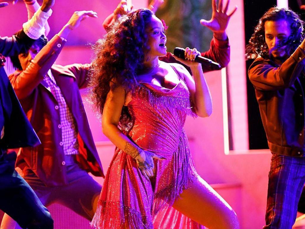 Tarik Mang! Goyangan Rihanna Bikin Riuh Grammy 2018