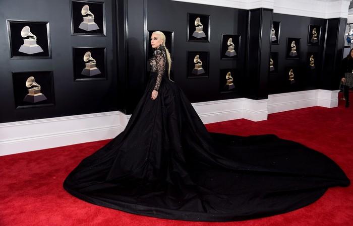 Lady Gaga saat menghadiri acara Grammy Awards 2018 di Madison Square, New York City, AS pada Minggu (28/1) waktu setempat. Jamie McCarthy/Getty Images.