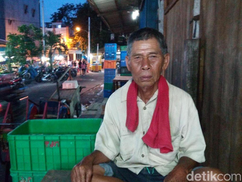 Cerita Mamat, Belasan Tahun Mengayuh Becak di Angke