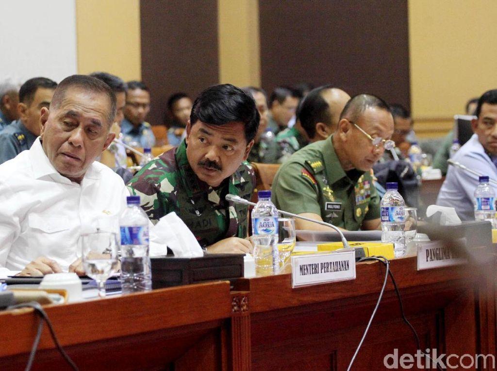 Komisi I DPR Rapat dengan Panglima TNI dan Menhan