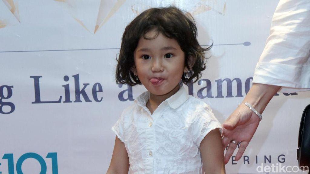 Pose Bilqis Khumairah Razak, Putri Ayu Ting Ting