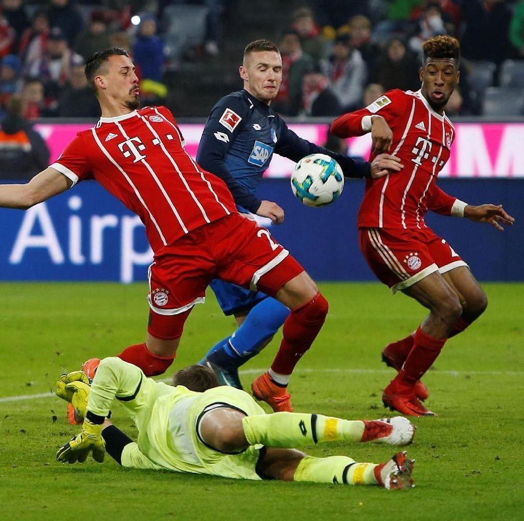 Gol Wagner untuk Bayern: Kena Kemaluan, Masuk Gawang Lawan