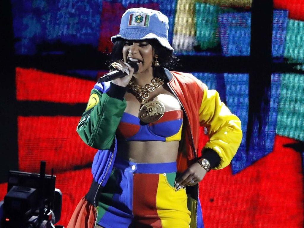 Pamer Perut Berbulu di Grammy Awards 2018, Cardi B Dihujat Netizen