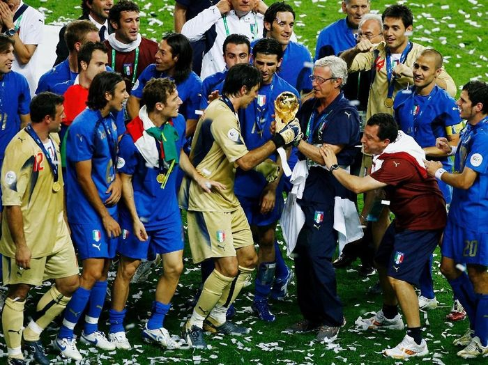 BERLIN - JULY 09: Marcello Lippi the coach of Italy and Goalkeeper Gianluigi Buffon hold the World Cup trophy  following their teams victory in a penalty shootout at the end of the FIFA World Cup Germany 2006 Final match between Italy and France at the Olympic Stadium on July 9, 2006 in Berlin, Germany.  (Photo by Clive Mason/Getty Images)
