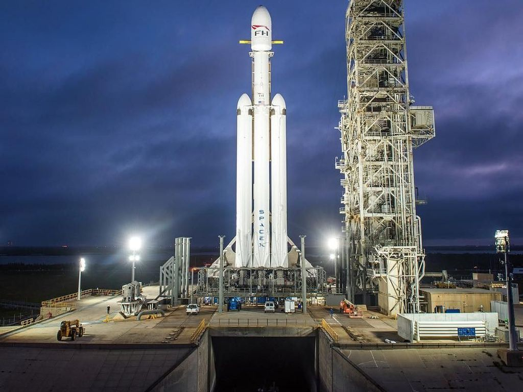 Fakta-fakta Menarik Falcon Heavy, Roket Terkuat di Dunia
