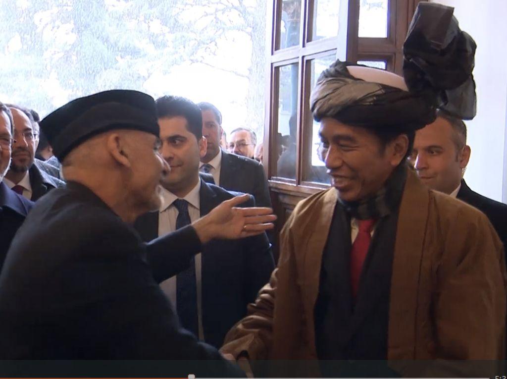 Cerita Seskab tentang Jokowi Sebelum Jadi Imam Salat di Afghanistan