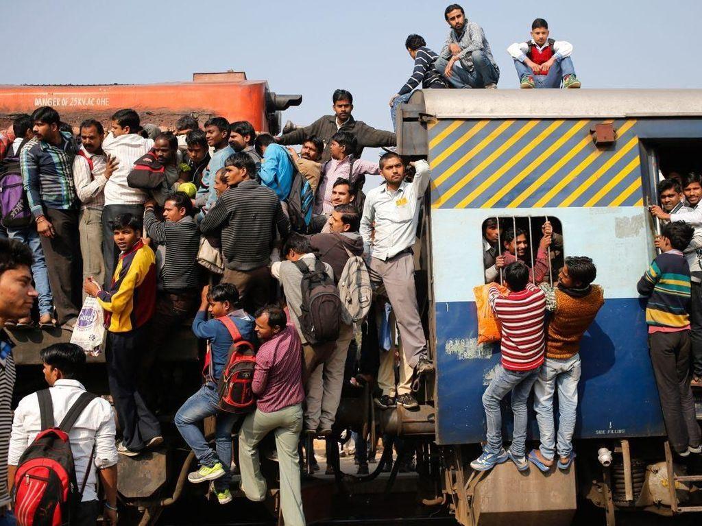 Bikin Merinding! Kereta di India Sampai Begini Lho