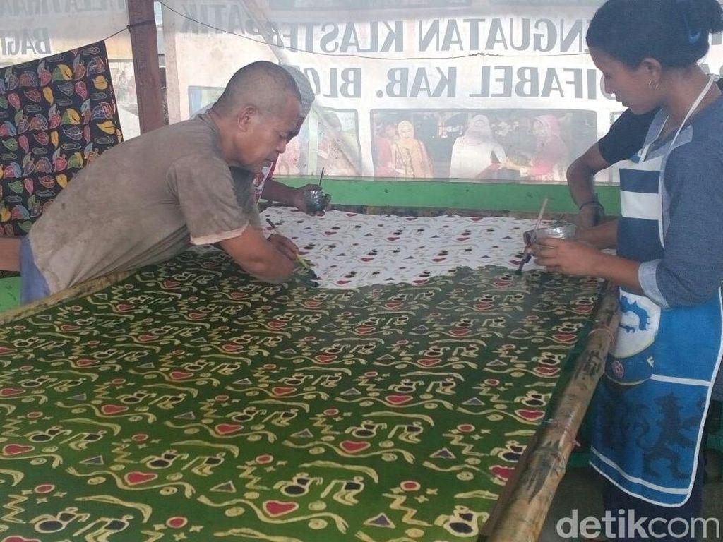 Para Difabel di Blora Ini Bikin Batik Caper Khusus untuk Jokowi