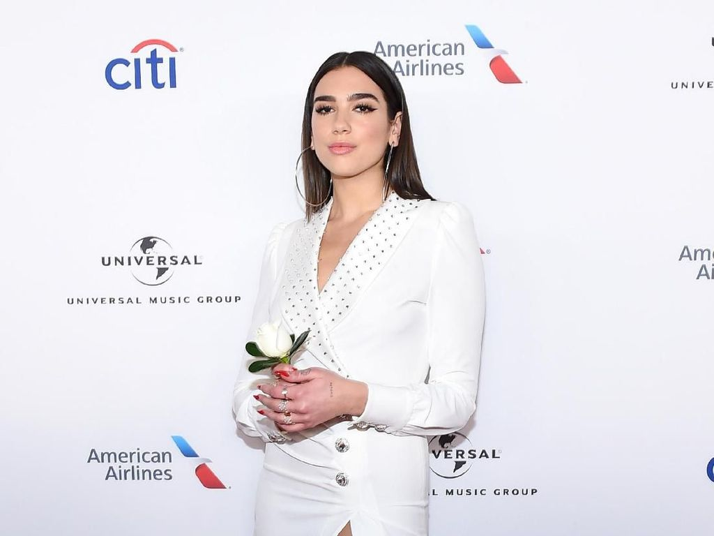 Seksinya Dua Lipa di After Party Grammy Awards 2018