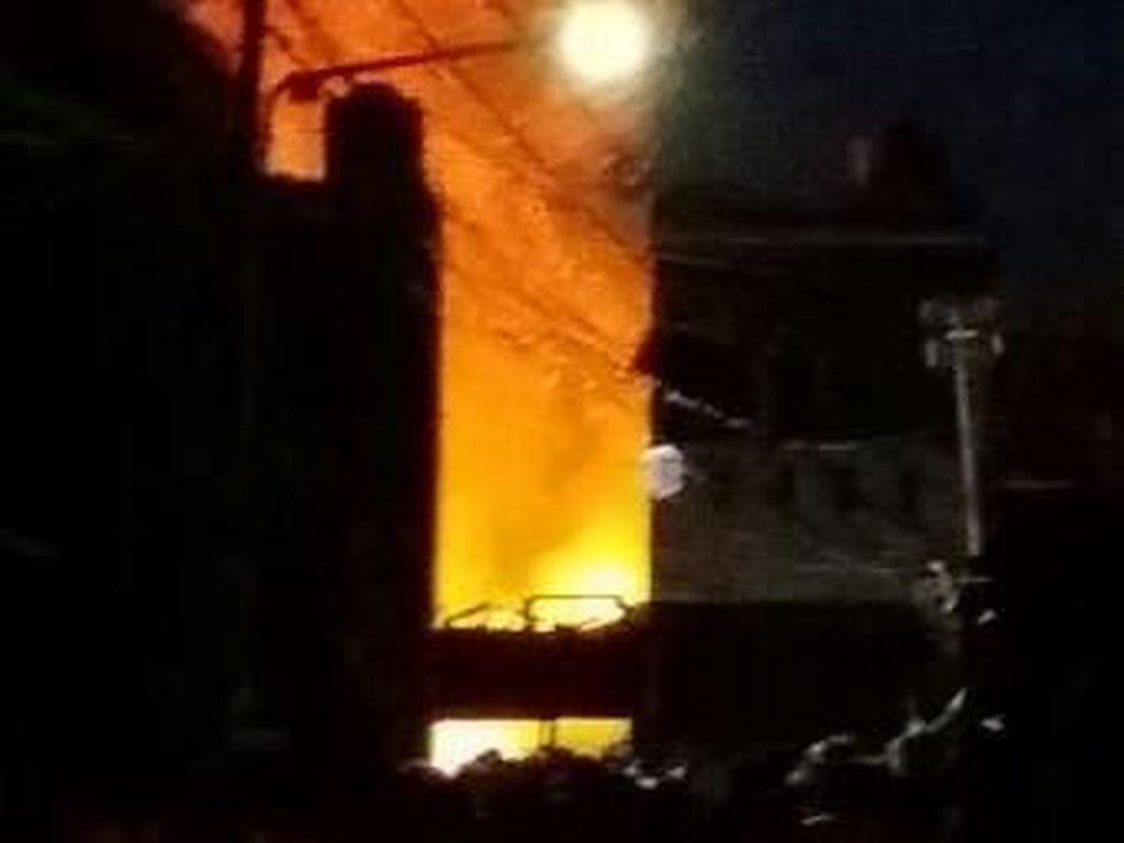 Korsleting Listrik, 12 Rumah Terbakar di Klender