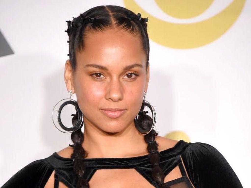 Jadi Host Grammy 2019, Inilah Pesona Alicia Keys Tanpa Makeup di Karpet Merah
