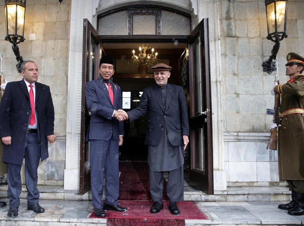 Foto: Melihat Lagi Penyambutan Jokowi di Afghanistan