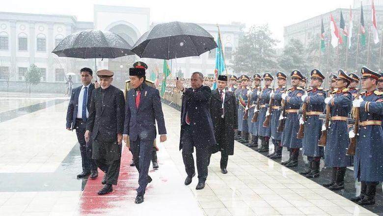 Jokowi Tolak Pakai Rompi Antipeluru Saat di Afghanistan
