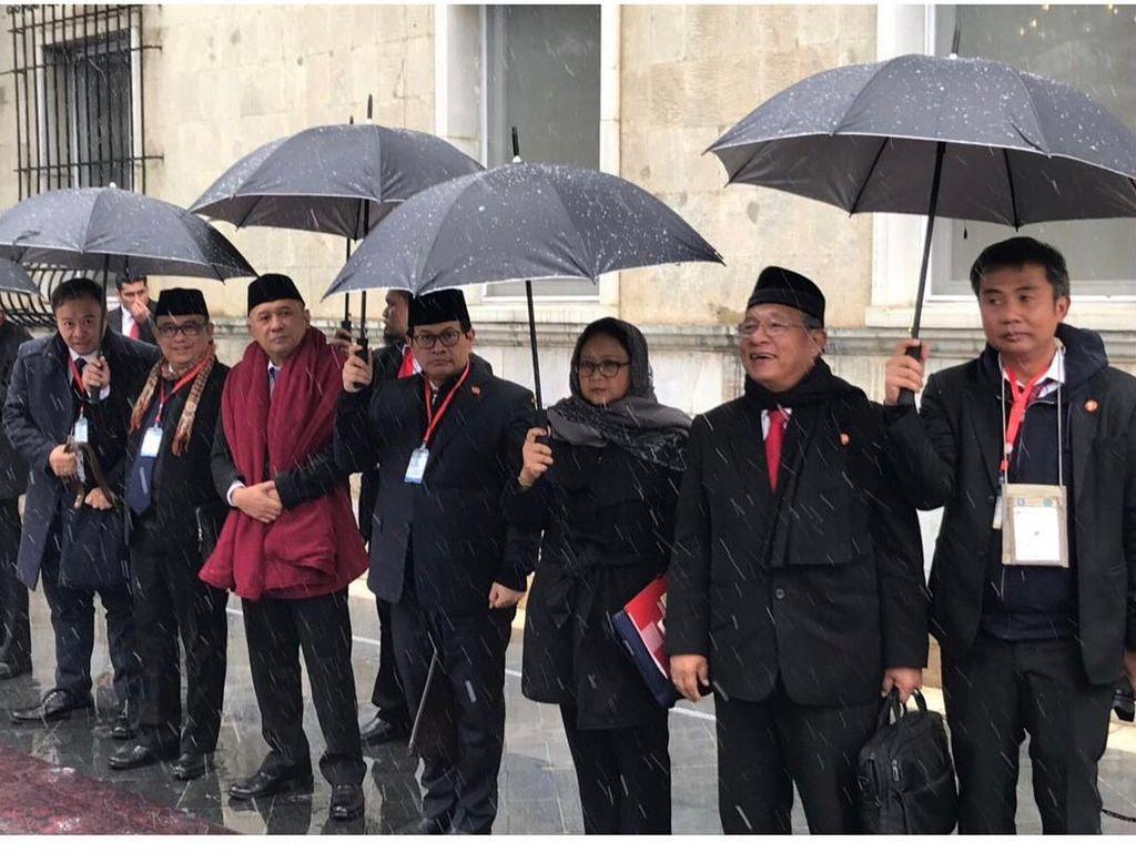 Saat Menteri Lepas Rompi Antipeluru di Afghanistan karena Jokowi