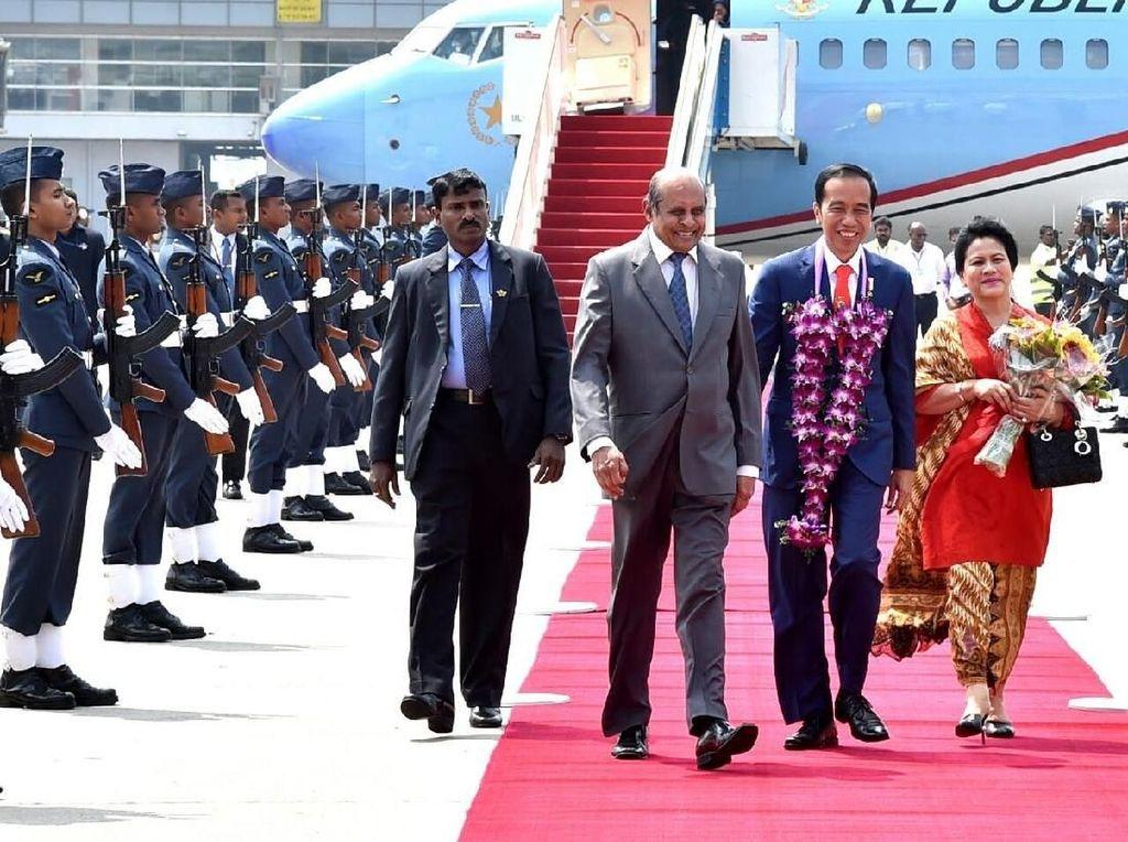 7 Gaya Iriana Jokowi Padukan Batik dan Tas Dior Puluhan Juta Rupiah