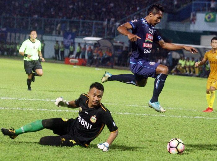 Arema FC saal melawan Bhayangkara FC di Piala Presiden 2018 (Foto: Ari Bowo Sucipto/Antara Foto)