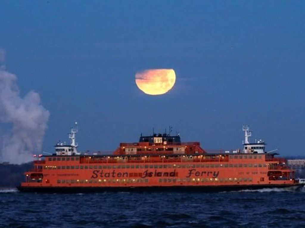 Potret Penantian Super Blue Blood Moon di Berbagai Negara
