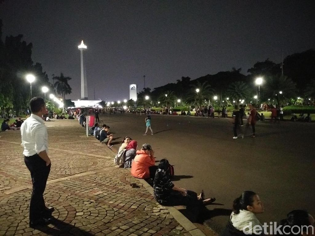 Penampakan Super Blue Blood Moon dari Langit Monas