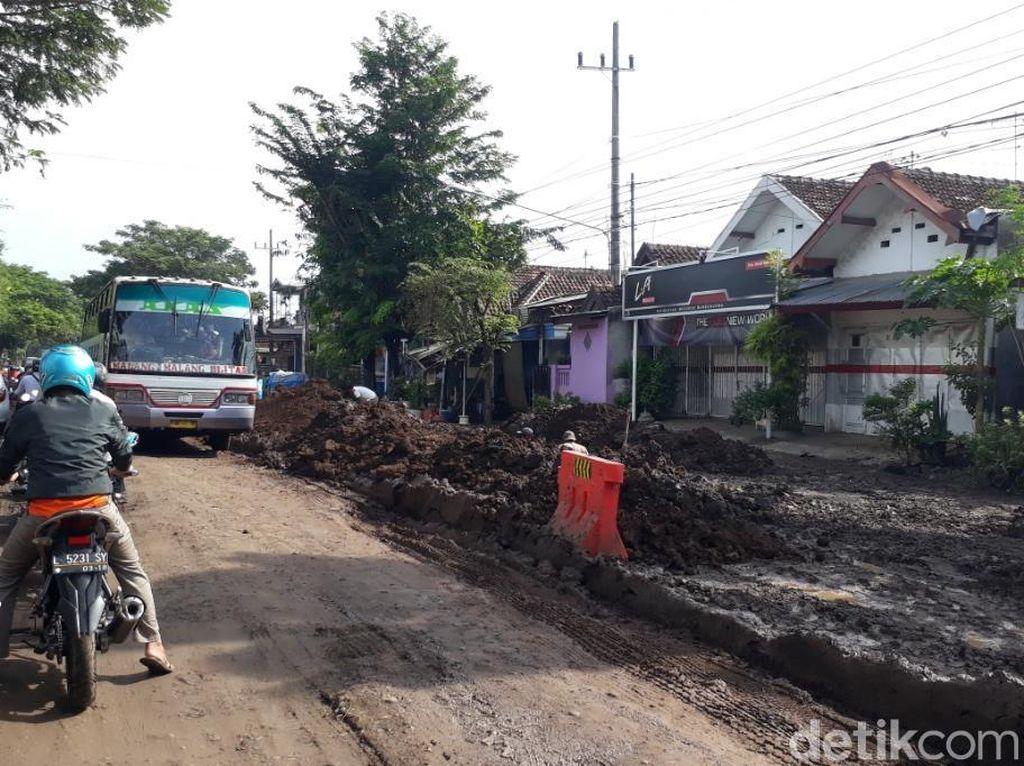 Awas, Ada Penanaman Pipa Proyek Umbulan di Jalur Malang-Pasuruan