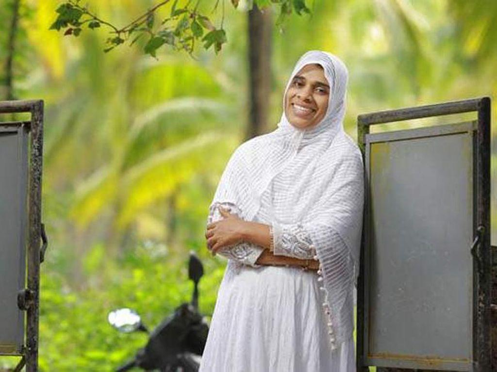 Ini Jamida, Perempuan yang Jadi Imam Salat Lalu Diancam Dibunuh
