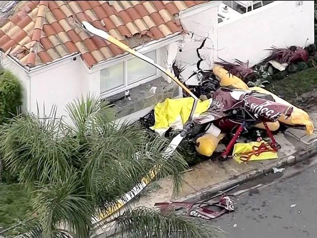 Helikopter Jatuh Timpa Rumah di California, 3 Orang Tewas