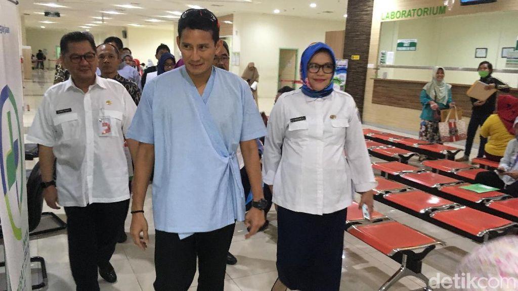 Gaya Sandiaga Medical Check Up di RSUD Pasar Minggu