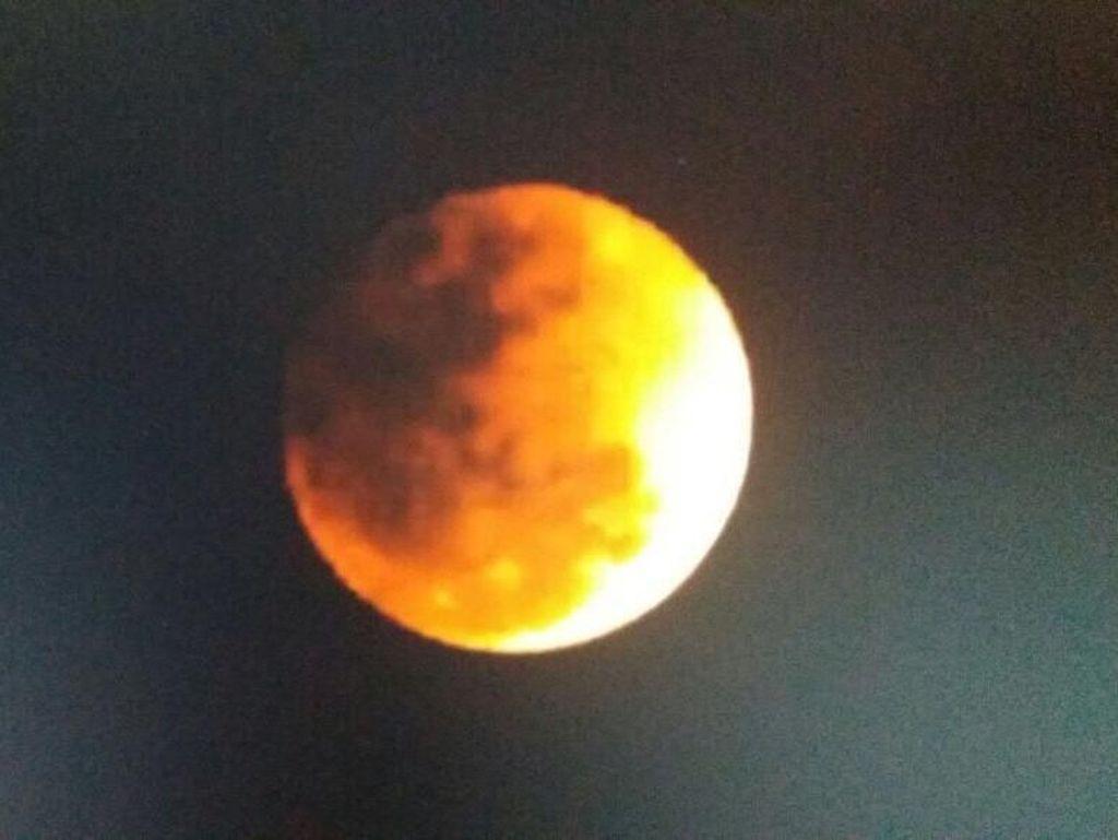 Oranye-Kemerahan, Penampakan Super Blue Blood Moon di Langit Ancol