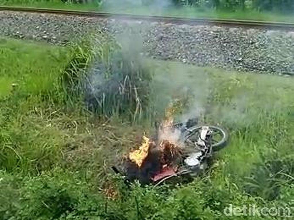 Dua Penjambret Berhasil Ditangkap, Motor Dibakar Massa