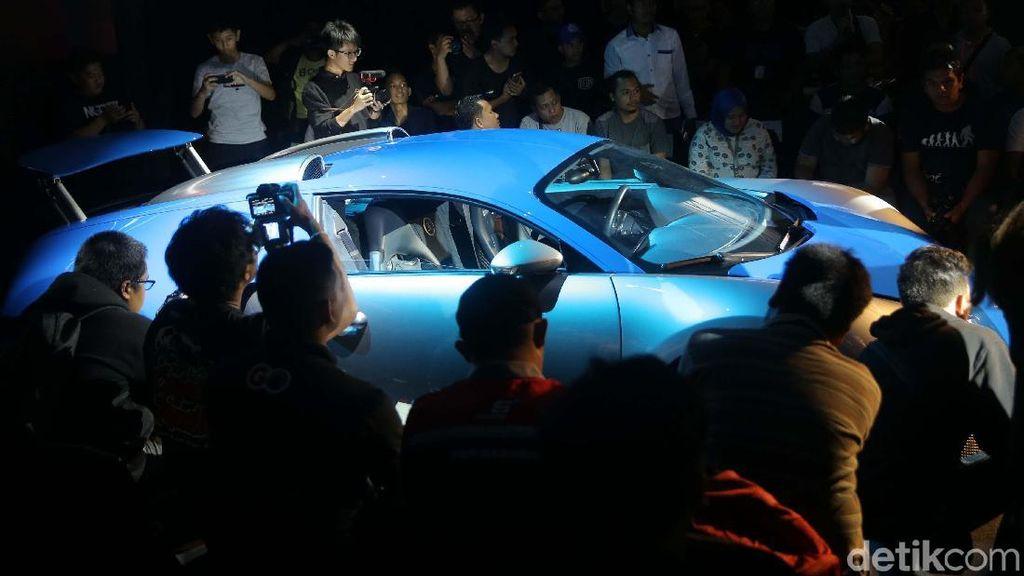 Kenapa Pesepakbola Suka Hamburkan Uang Beli Mobil Mewah?