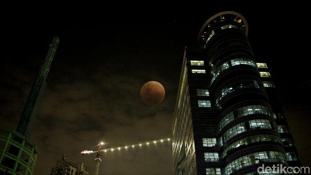 Penampakan Super Blue Blood Moon di Jakarta