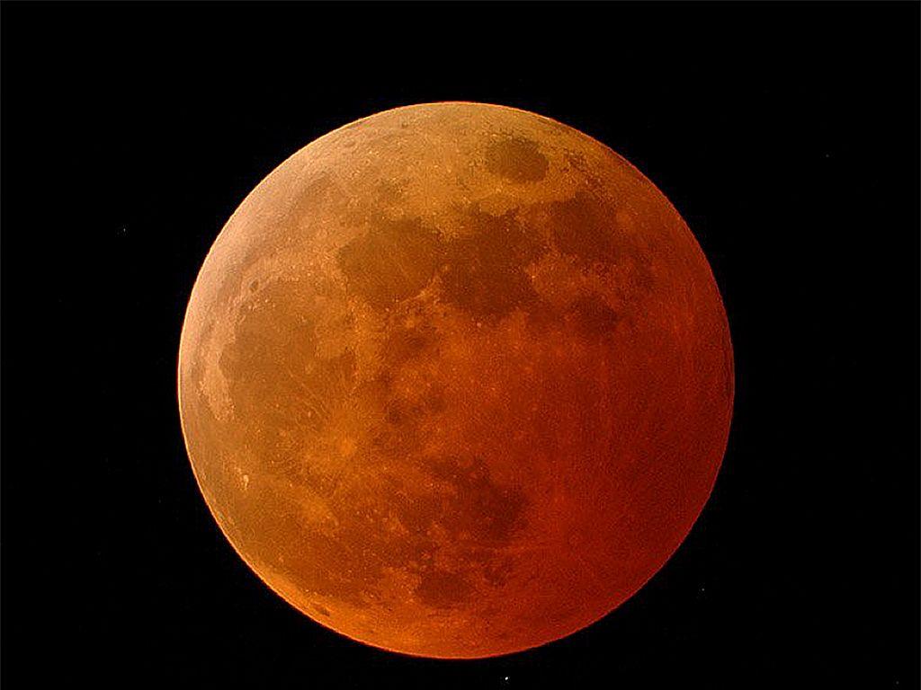 BMKG Prediksi Puncak Gelombang Tinggi Saat Gerhana Bulan Total
